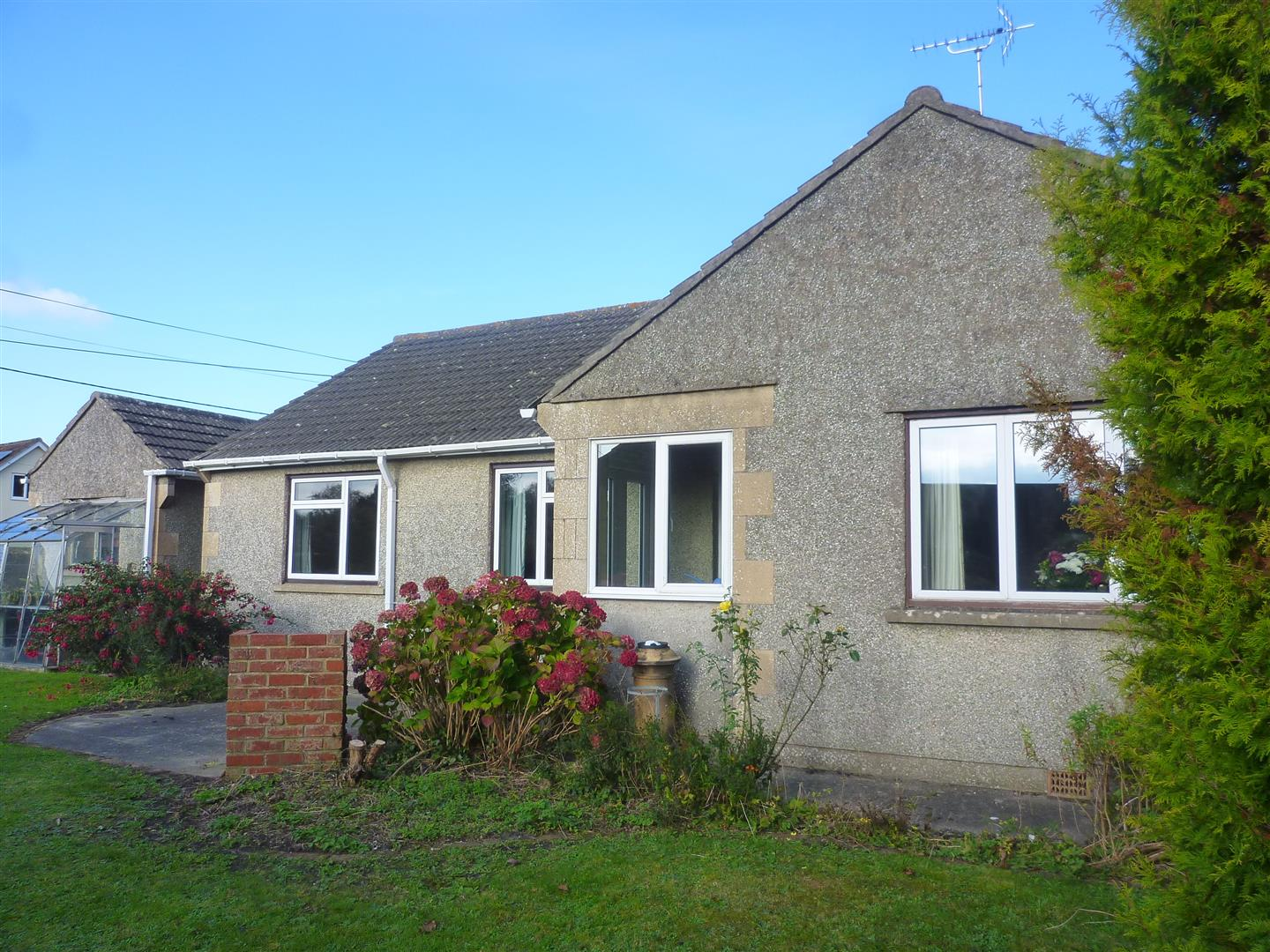 3 Bedrooms Detached Bungalow for sale in Warminster